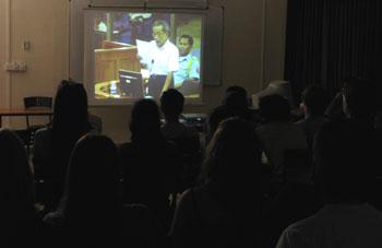Des lycéens attentifs à la déclaration de Duch. (Anne-Laure Porée)