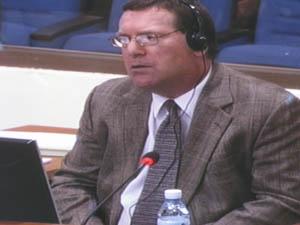 Craig Etcheson, 53 ans, attaché au bureau des co-procureurs, est entendu depuis lundi 18 mai. (Anne-Laure Porée)