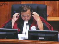 Thou Mony a mené les questions pour les juges cambodgiens. (Anne-Laure Porée)