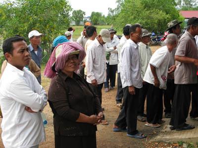 Dans la queue en attendant son ticket vert. (Anne-Laure Porée)