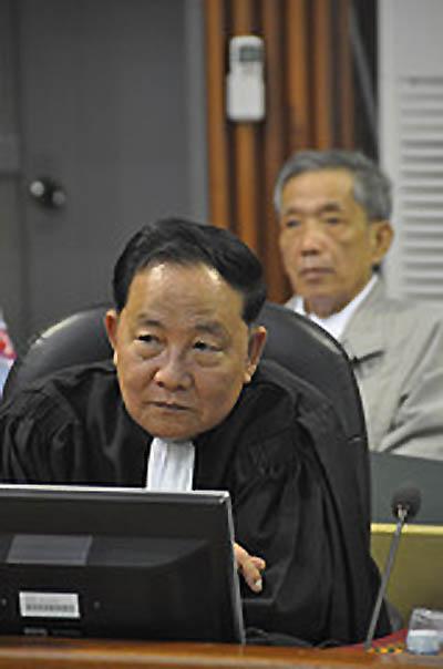 Kar Savuth, après que son client ait demandé à être libéré a expliqué aux juges estomaqués que libération, à son sens, équivalait à acquittement. (Photo ECCC)