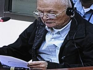 Nuon Chea lors de sa longue déclaration au début de son procès. (Anne-Laure Porée)