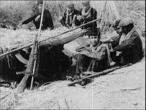 Pas d'enfants-soldats chez les Khmers rouges, prétend Nuon Chea. Pourquoi personne ne le confronte aux archives de la propagande khmère rouge qui montrent parfois ces fameux enfants-soldats ? (Direction du cinéma du Cambodge)