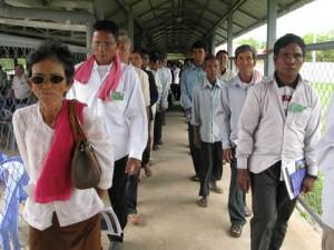 Dans la matinée, les Cambodgiens sont au rendez-vous des plaidoiries des parties civiles. Mais l'après-midi, la salle est presque vide. Aucun diplomate de s'est déplacé, aucun officiel cambodgien. Le tribunal ne semble pas la préoccupation majeure d'un pays en proie aux inondations et à une crise politique majeure. (Anne-Laure Porée)