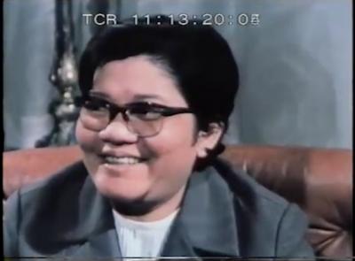 Les Khmers rouges tuaient les intellectuels ? La démonstration de Ieng Thirith est simple : elle porte des lunettes, elle est une intellectuelle et elle est là devant la caméra... (DR)