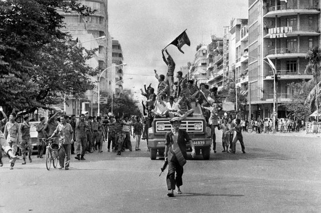 Une photographie célèbre de Claude Juvenal, journaliste de l'Agence France Presse, sur laquelle on aperçoit le drapeau du Monatio.